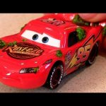 2013 Cars 2 Cactus Lightning McQueen NEW Diecast Mattel Disney World Grand Prix Pixar Relâmpago