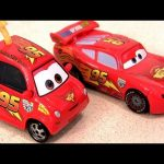 Cars 2 Cartney Brakin #40 Disney diecast with talking Lightning Mcqueen Pixar Mattel