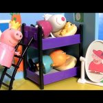 Fairy Peppa Pig SLEEPOVER SLUMBER PARTY Dress-up with Candy Cat & Suzy Sheep Pijamada Real