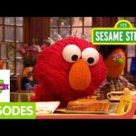 Furchester Hotel: Elmo Delivers Room Service