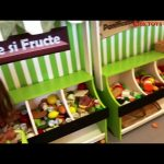 Kids shopping on the market toy : fruits, vegetable,  hot dog,  pye, bread,  food .