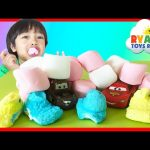 Marshmallow in a vacuum Easy Science experiment for kids Chubby Bunny Challenge Disney Cars Toys