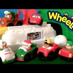 Play Doh Christmas at North Pole With Mater n Lightning McQueen Wheelies Santa Cars Wonderland