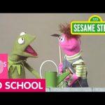 Sesame Street: Kermit Looks for Clues