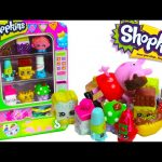 Shopkins Vending Machine Playset with 2 Exclusive Shopkins Peppa Pig