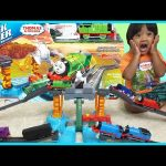 THOMAS AND FRIENDS TRACKMASTER  Harnold's High Flying Rescue Set Accidents will happen toy trains