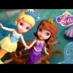 Transform Mermaid Friends Oona Sofia the First in Princesses with Play-Doh in Sofia's Castle