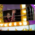 Outdoor playground for kids | Ferris wheel. Funny  Video 2016