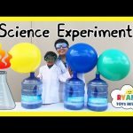 DIY BLOWING UP GIANT BALLOON Baking Soda and Vinegar Experiment Easy Science Experiments for Kids