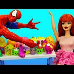 Spiderman & Mary Jane Breakup! Frozen Elsa & Disney Princess Merida Eat At Barbie McDonalds