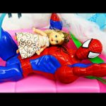 Frozen Kids Spiderman Babysitter ❤ Spidey Babysits Disney Princess Elsa's NEW Baby DisneyCarToys